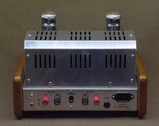6P3P X4,可直换/6L6,EL34B,KT66,KT88,6550. 6E2 X2 6N3 X1, 可直换 6H3,5670 6N1 X2, 可直换 6H1,ECC85 3组RCA输入,2档控制. 8欧输出端 噪声电压小于2.5毫伏。耳朵靠近音箱的喇叭,是几乎听觉不到噪声的. 功率强劲,人声通透纯真,音色甜美诱人.音场的动态感和力度感都有出色的表现。 不锈钢盘,黑色铝合金(厚11MM)面板.
